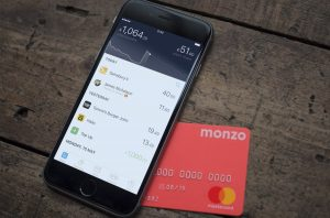 néo-banques-monzo-phone-card